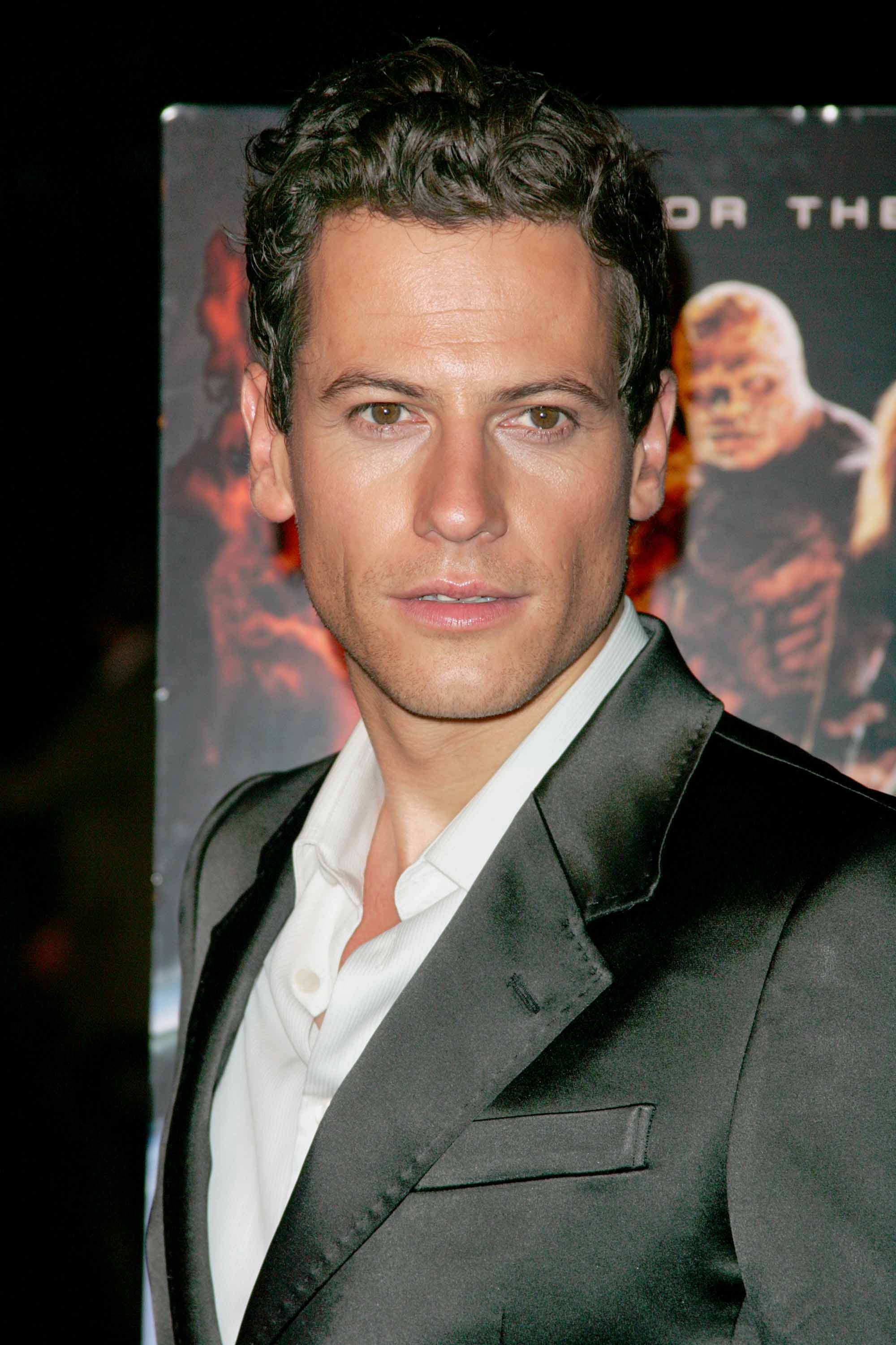 The 44-year old son of father Peter Gruffudd and mother Gillian Gruffudd, 180 cm tall Ioan Gruffudd in 2017 photo