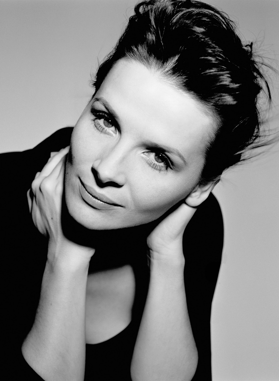 actress bollywood tamil juliette binoche wallpaper. Black Bedroom Furniture Sets. Home Design Ideas
