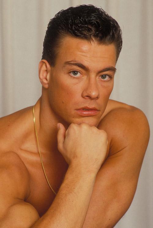 Nel 1991 esce l'ultimo film di arti marziali di Van Damme: Double impact - la vendetta finale. Girato ad Hong Kong, il film vede Van Damme nel doppio ruolo ... - jean-claude-van-damme-358399l