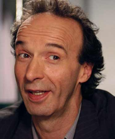 The 64-year old son of father Luigi Benigni  and mother Isolina Papini, 168 cm tall Roberto Benigni in 2017 photo