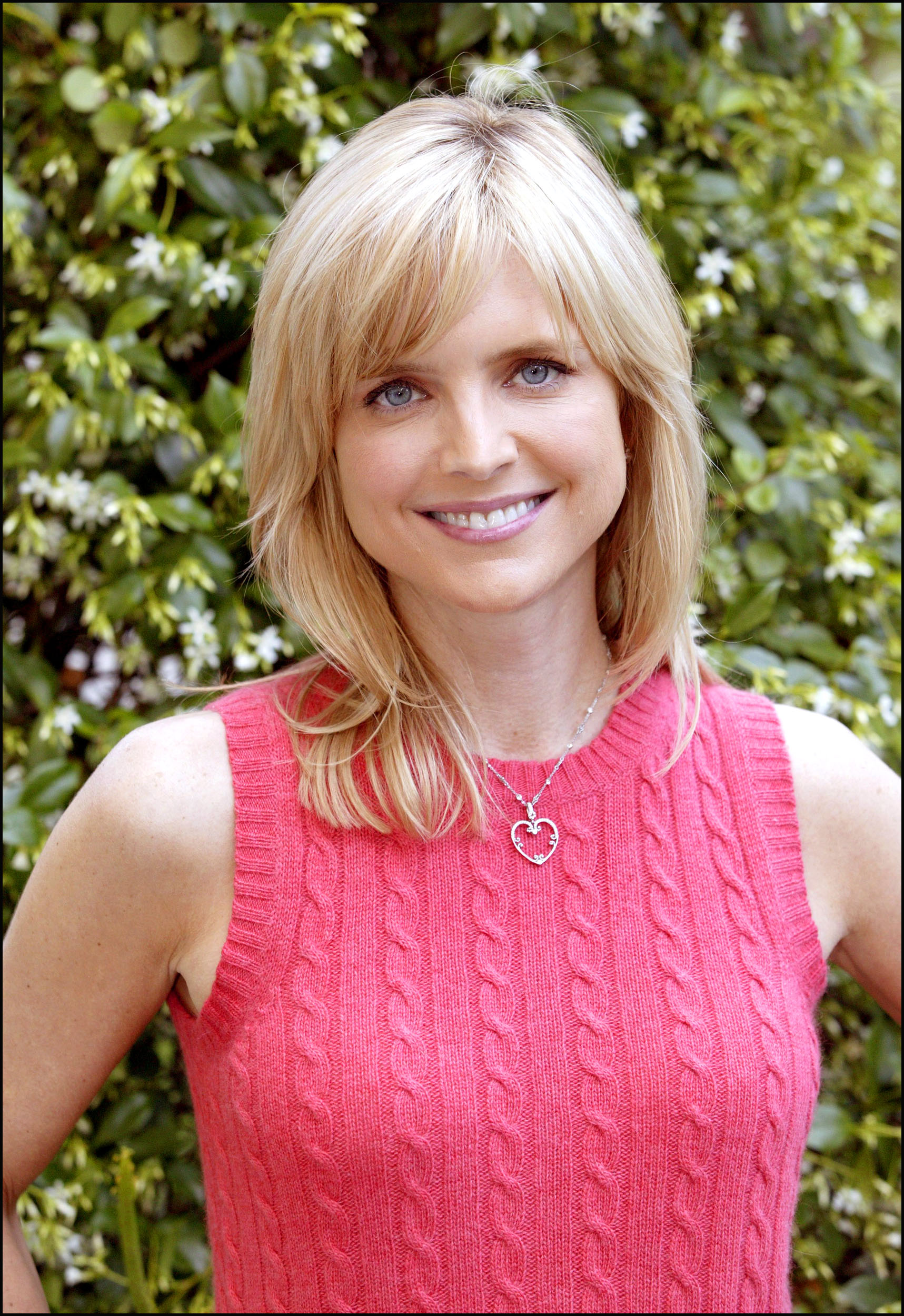 The 49-year old daughter of father Walter Smith and mother Lora Smith, 168 cm tall Courtney Thorne-Smith in 2017 photo