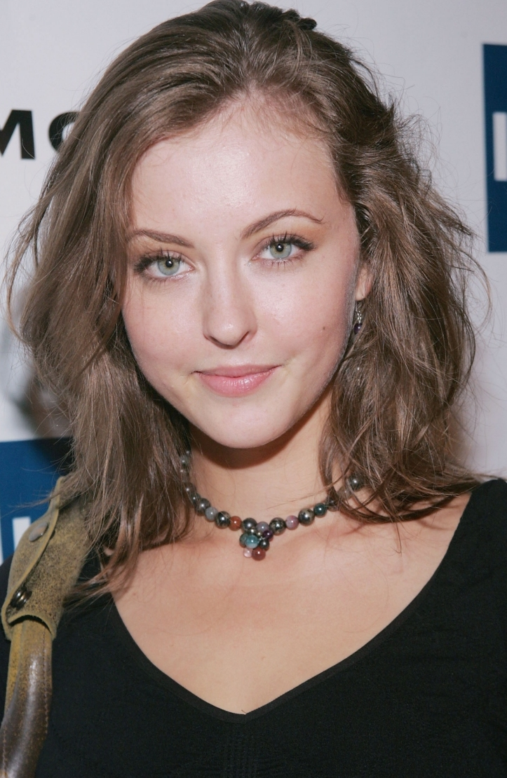 how tall is katharine isabelle