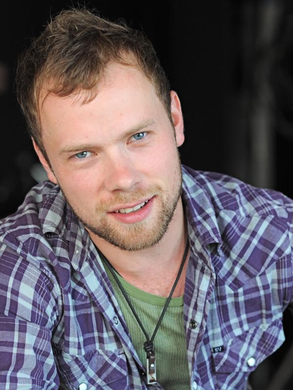 Brendan Fletcher - Actor - CineMagia.ro