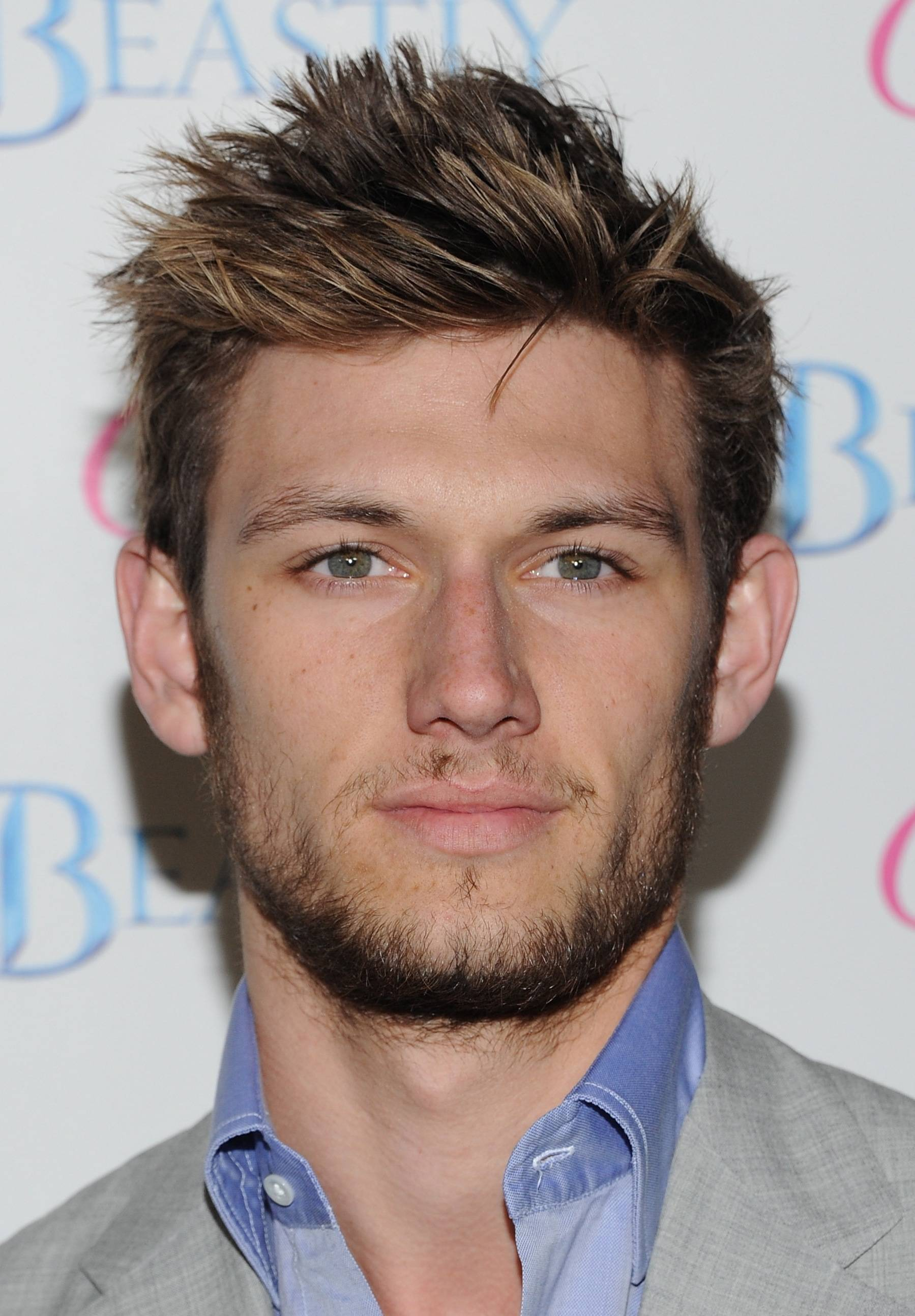 The 26-year old son of father Richard Pettyfer and mother Lee Ireland Robinson, 181 cm tall Alex Pettyfyer in 2017 photo