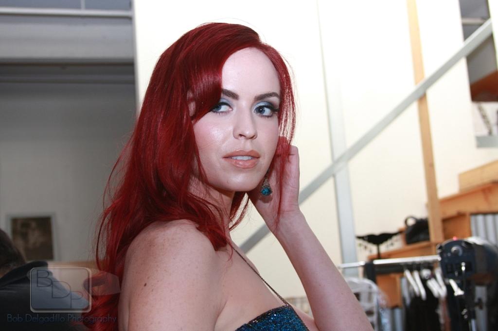 Eliza Swenson Nude Photos 20