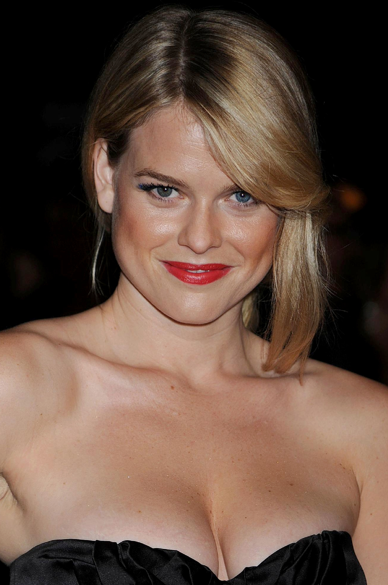 To download the Alice Eve Wallpaper Gallery just Right Click on the