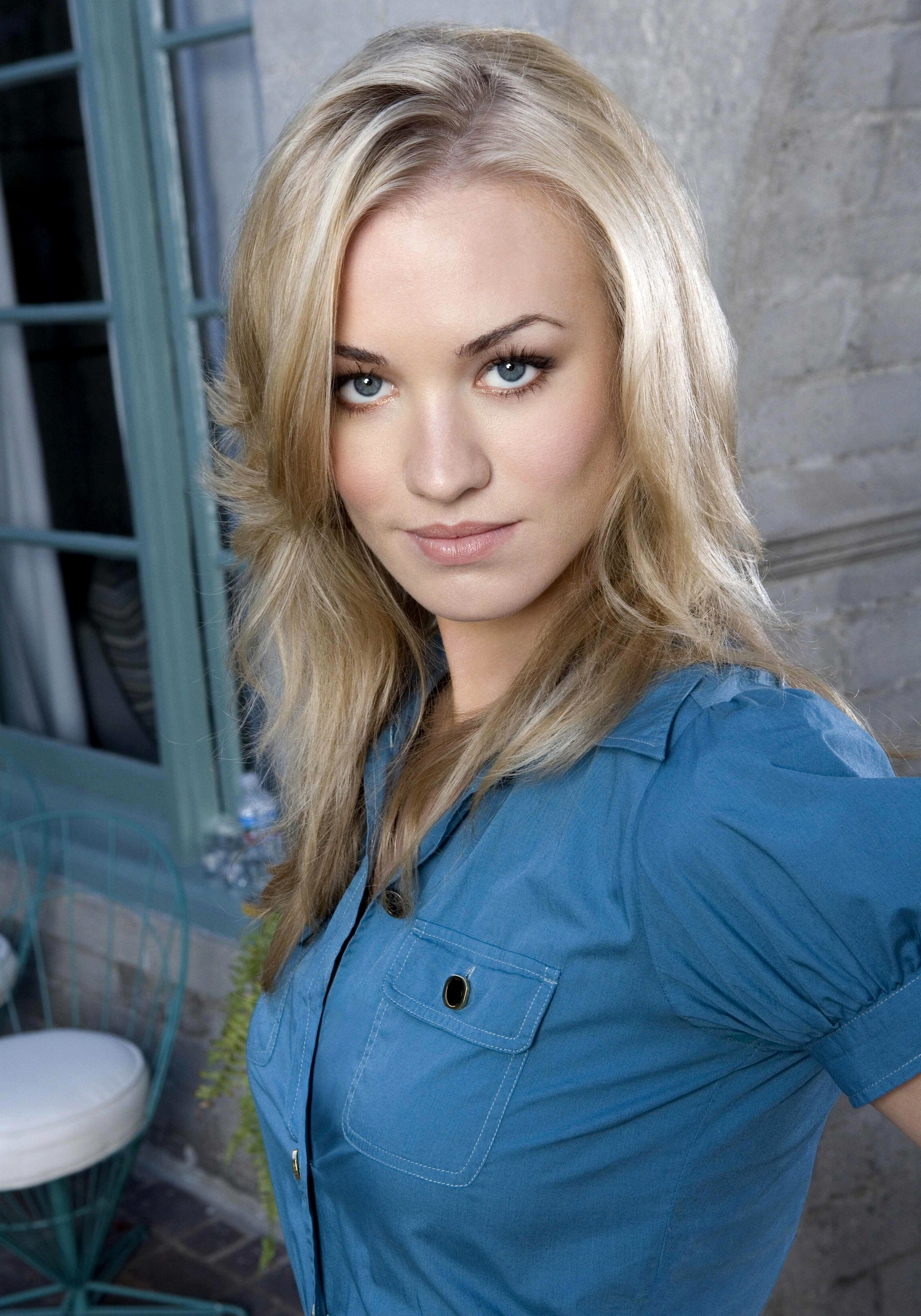 yvonne strahovski