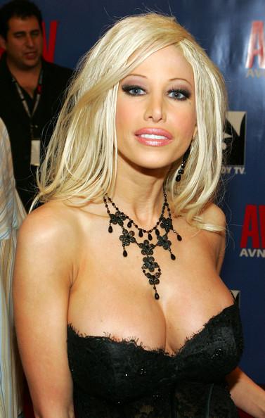 Latina MILF pornstar Gina Lynn fits a massive dick in her pussy  76682