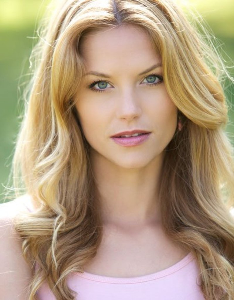 Ellen Hollman - Actor - CineMagia.ro