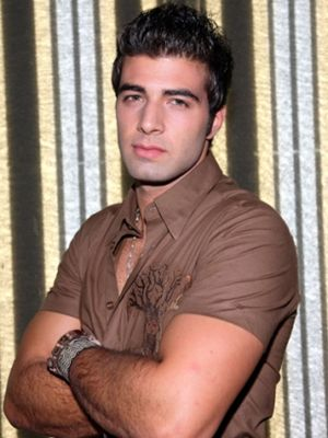 http://static.cinemagia.ro/img/db/actor/13/96/81/jencarlos-canela-879242l.jpg