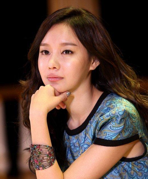 Ah-jung Kim Nude Photos 31
