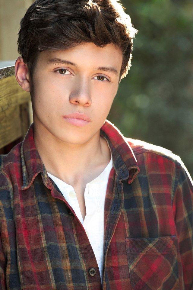 Poze Nick Robinson - Actor - Poza 10 din 19 - CineMagia.ro