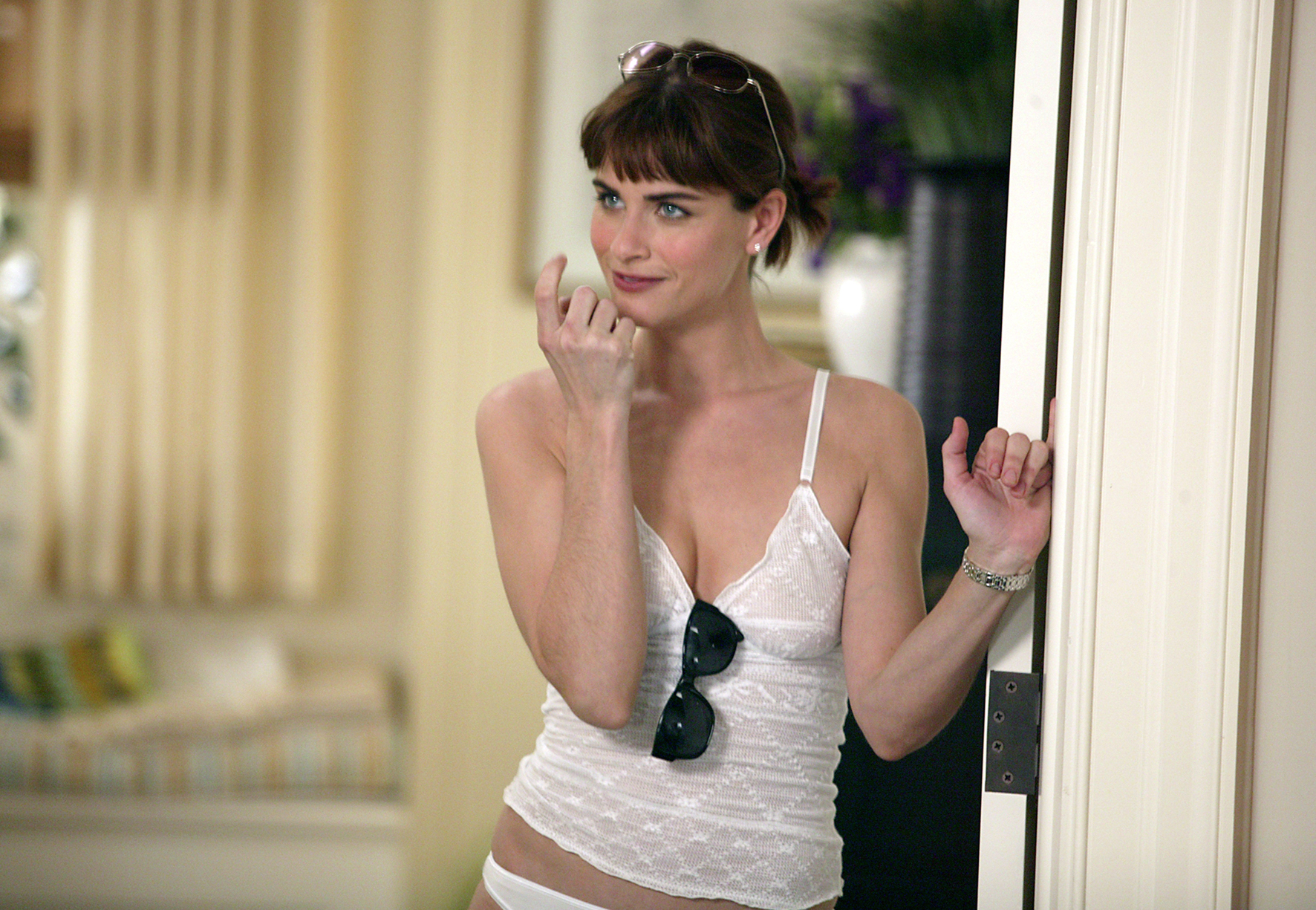 amanda peet finger moving