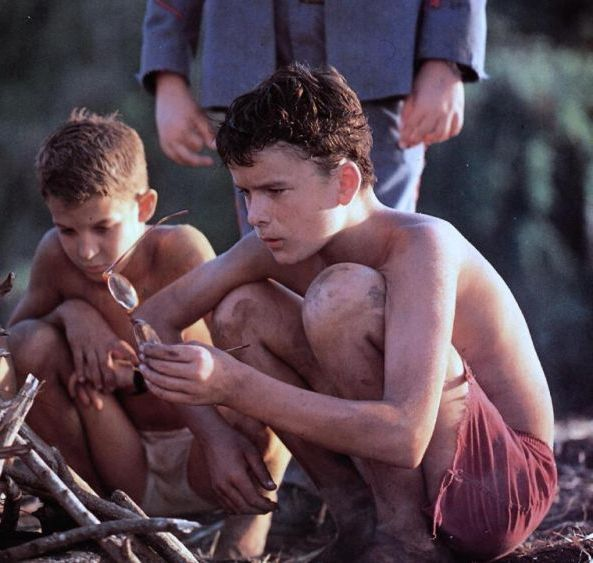 the lord of the flies essay on ralph Lord of the flies explores the line between good and evil and who defines those values in an essay of 2-3 typed pages, explore the characters of jack, ralph, piggy, and simon.