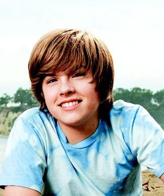 http://static.cinemagia.ro/img/resize/db/actor/03/26/37/dylan-sprouse-291429l-poza.jpg
