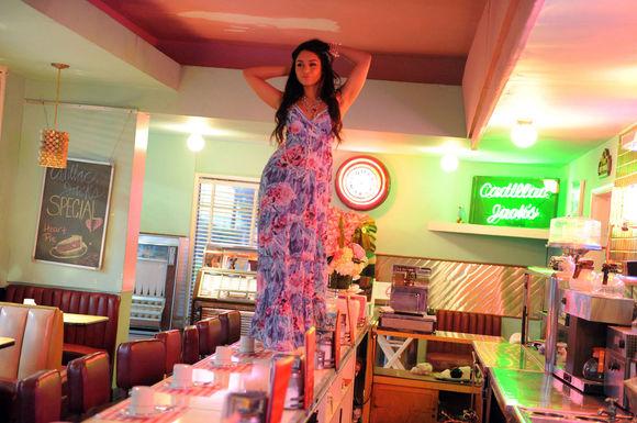 Vanessa Hudgens - Pagina 4 Vanessa-hudgens-483213l-poza
