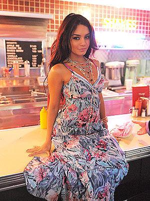 Vanessa Hudgens - Pagina 3 Vanessa-hudgens-905161l-poza