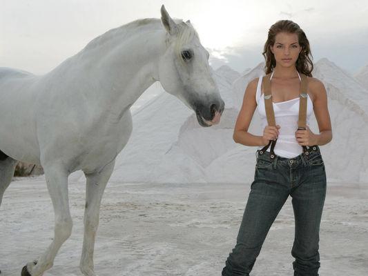 Hd обои горы, лошадь, песок, Yvonne catterfeld 1152 x 864 для рабочего