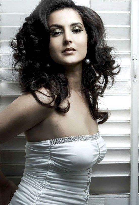 Tulip Joshi Nude Photos 50