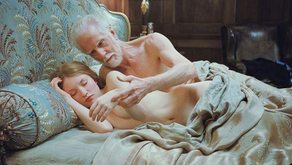 Спящая голая красавица фото