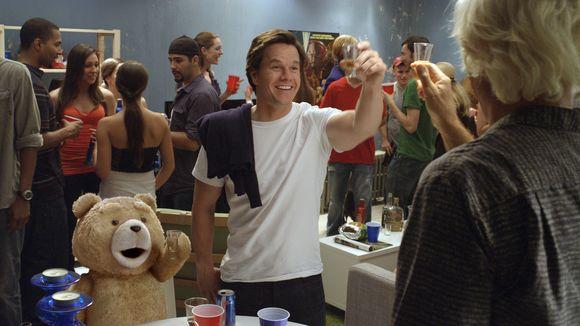 Mark Wahlberg, Seth MacFarlane în Ted