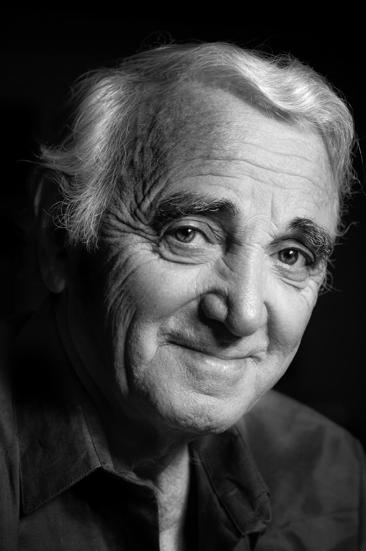 Ecouter Charles Aznavour Gratuitement! Toutes les Chansons de Charles Aznavour regarder tous les clips vidéos de Charles Aznavour La Mama La Boheme Enmenez Moi