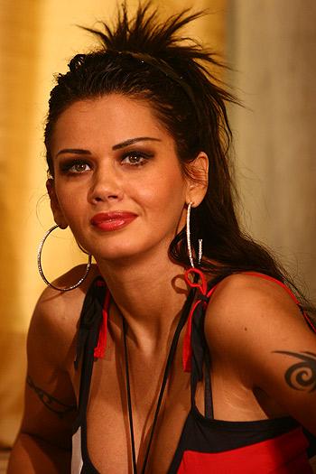 Romanian starlet arrested for 'blackmailing plastic ...  |Oana Zăvoranu