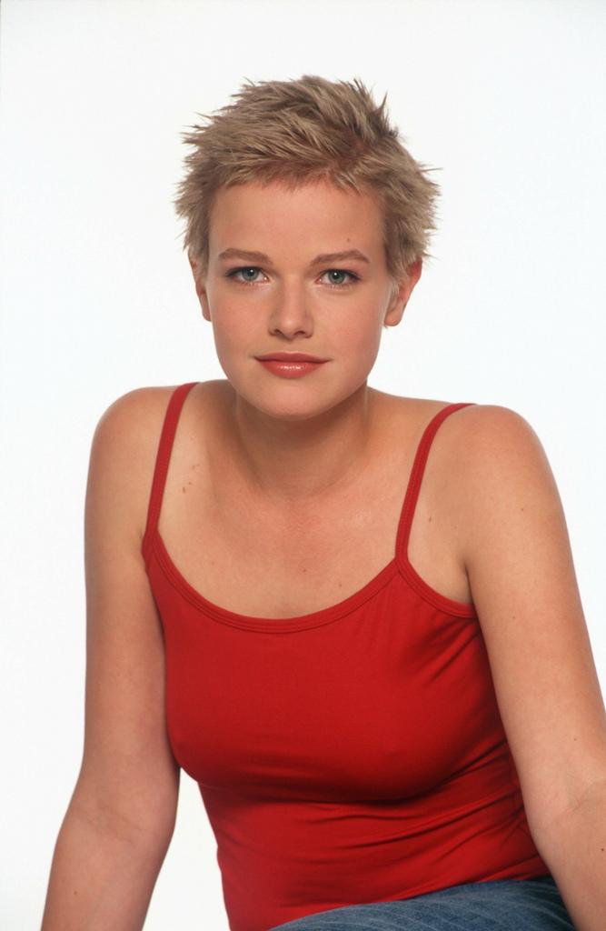 Poze Mira Bartuschek - Actor - Poza 8 din 17 - CineMagia.ro