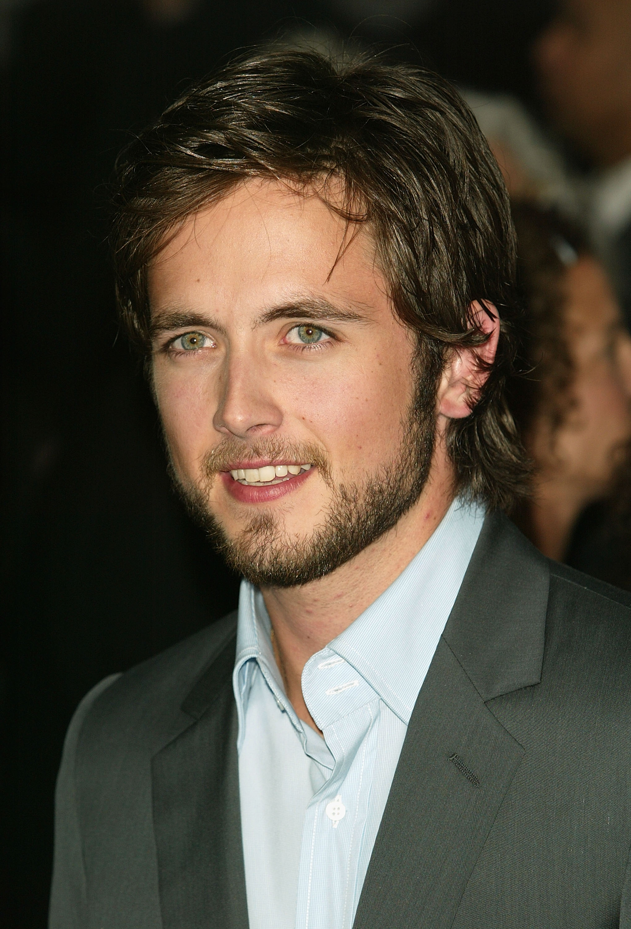 Justin Chatwin earned a  million dollar salary, leaving the net worth at 2 million in 2017