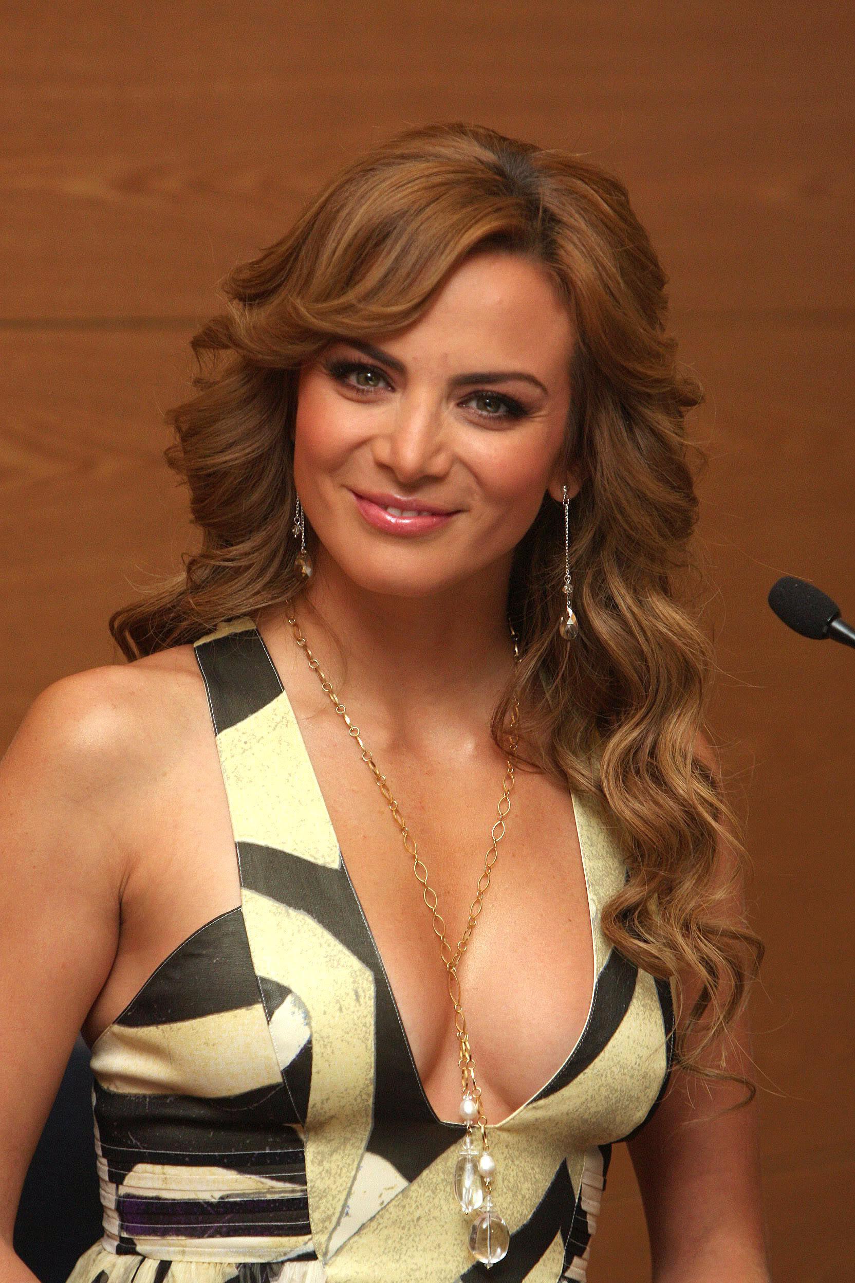 Silvia navarro desnuda en cabeza de buda 6