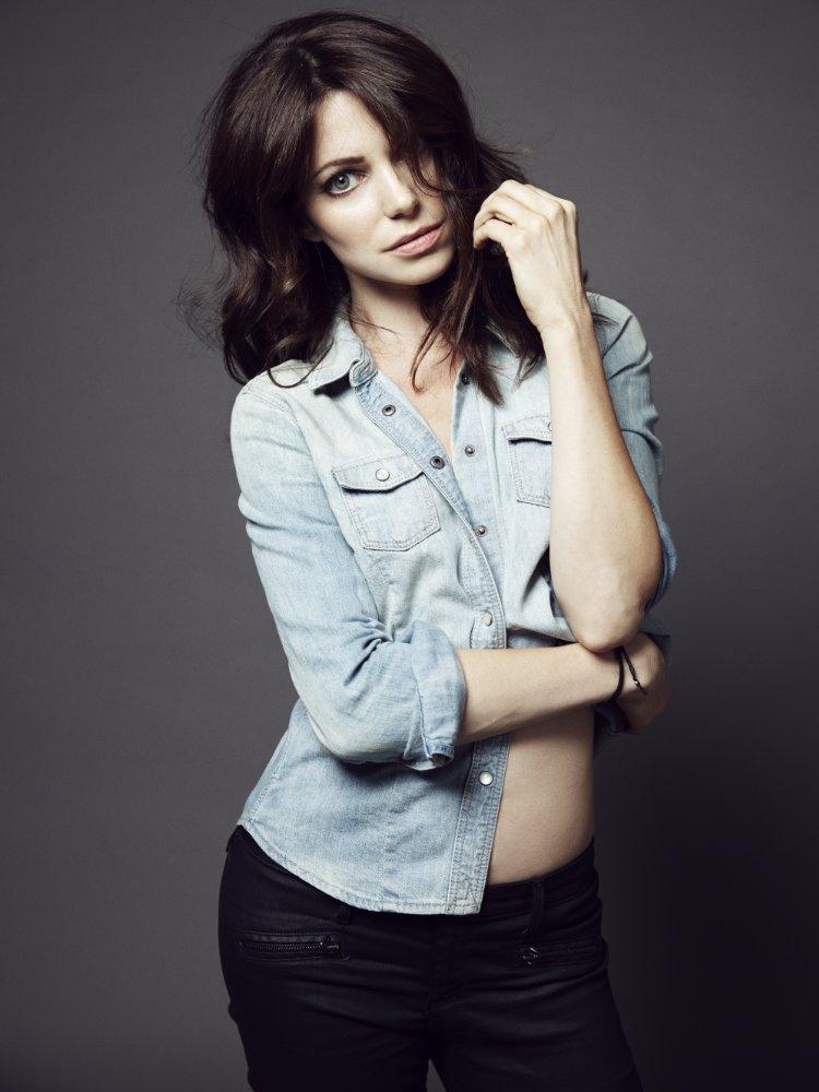 Wiki Kaley Cuoco >> Poze Courtney Henggeler - Actor - Poza 8 din 8 - CineMagia.ro