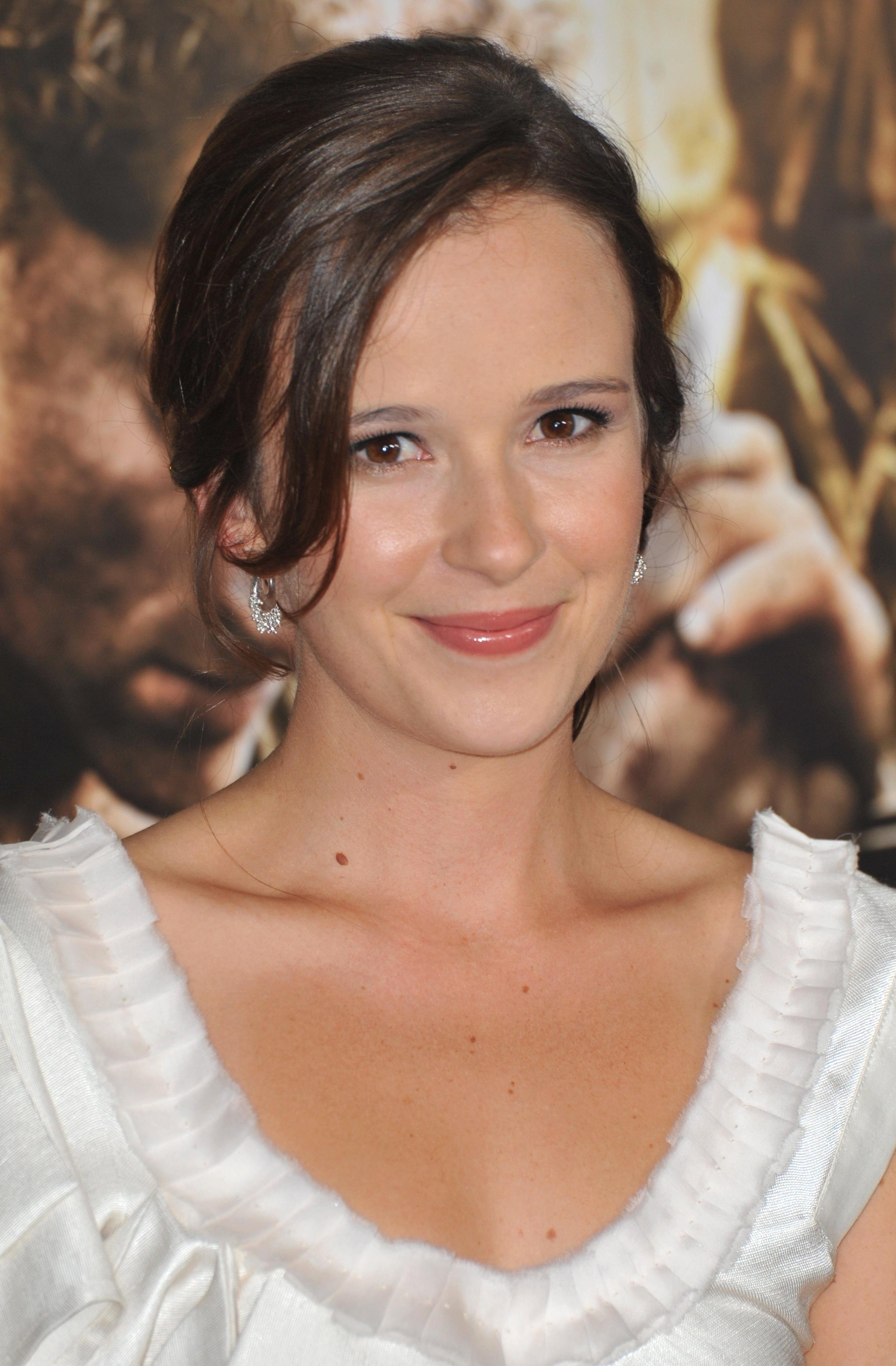 Claire van der boom actor - Deksel van de boom ...