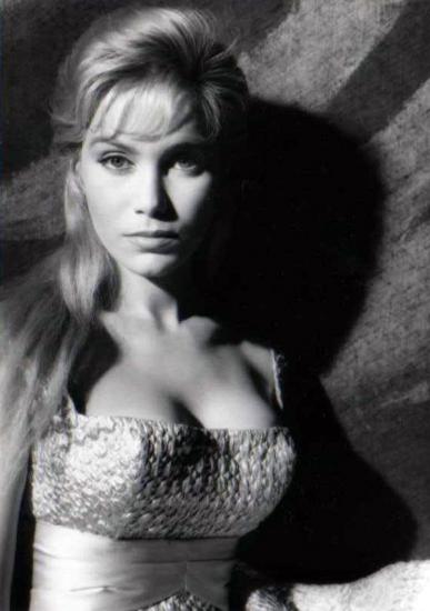 Les lesbos of paris 1985 full movie - 3 part 5