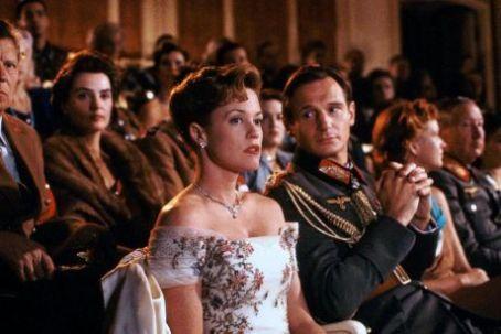 O viata ca-n filme - Shining Through (1992) Online Subtitrat in Romana