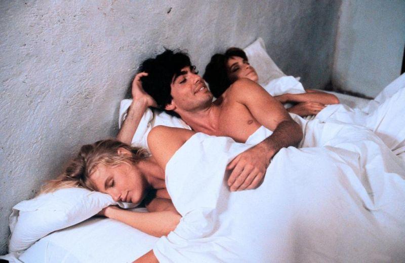 обязательном порядке кино втроем в постели скучно деревне, когда