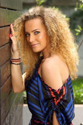 Alexia Talavutis - poza 1