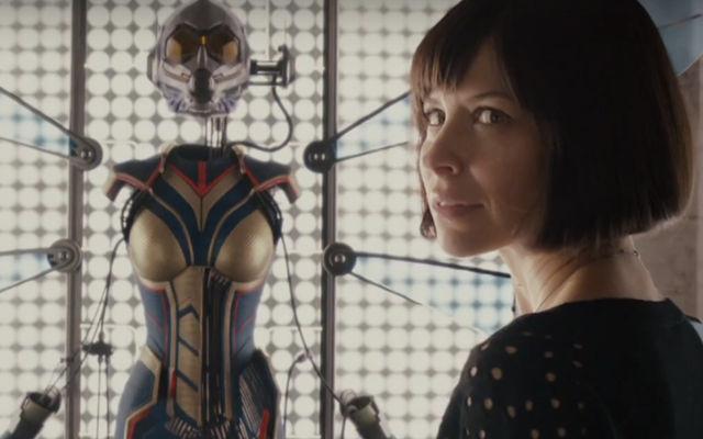 O versiune a scenariului pentru The Avengers o avea pe The Wasp în locul lui Black Widow