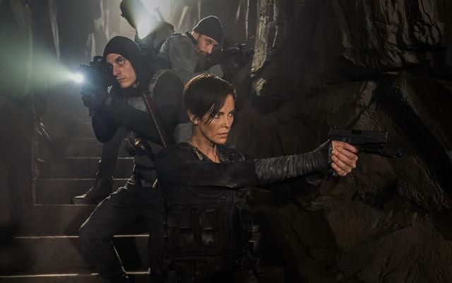 Charlize Theron, în fruntea unui grup de nemuritori în trailerul The Old Guard