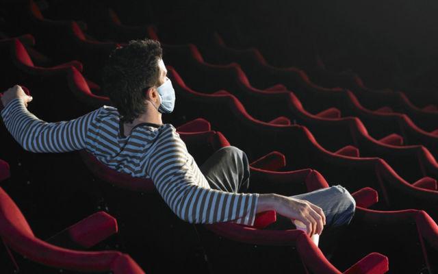 Fără mască la cinema? Reacţii furibunde în SUA