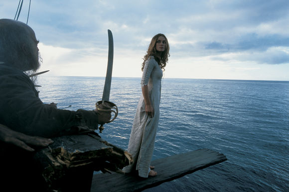 Keira Knightley în Pirates of the Caribbean: The Curse of the Black Pearl