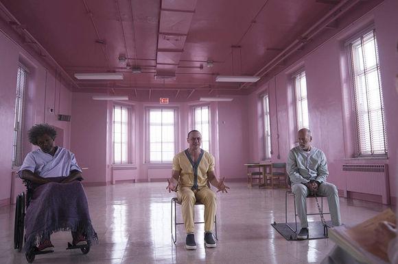 Bruce Willis, Samuel L. Jackson, James McAvoy în Glass