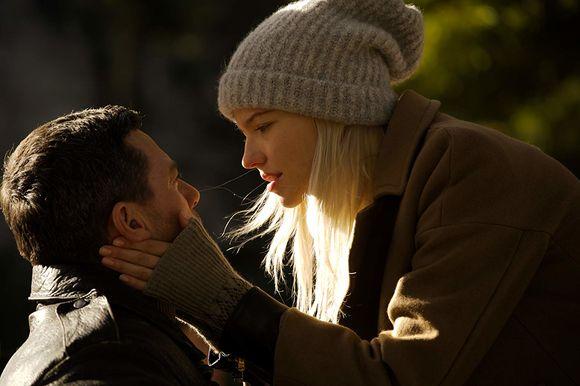 Luke Evans, Sasha Luss în Anna