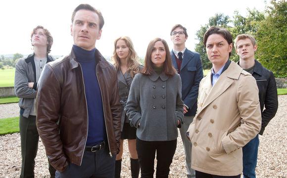 Caleb Landry Jones, Michael Fassbender, Jennifer Lawrence, Rose Byrne, Nicholas Hoult, James McAvoy în X-Men: First Class